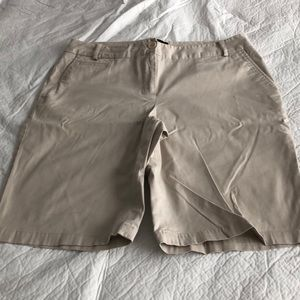 "9"" inseam Bermuda shorts"